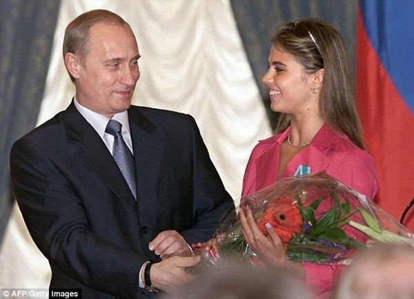Tổng thống Putin từng vướng vào các tin đồn có quan hệ tình cảm với một vận động viên thể dục Nga là Alina Kabaeva