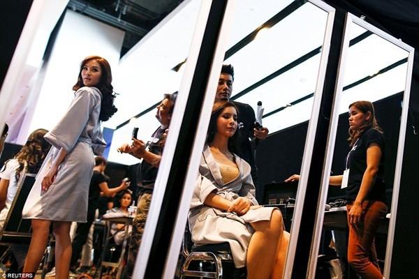 Hình ảnh ít biết trong cuộc thi Hoa hậu chuyển giới Thái Lan ảnh 7