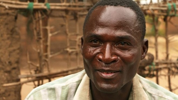 """Eric là một trong 10 """"hyena"""" tại ngôi làng nghèo của anh, anh từng ngủ với 104 phụ nữ và bé gái dù mang trong mình căn bệnh thế kỷ HIV"""