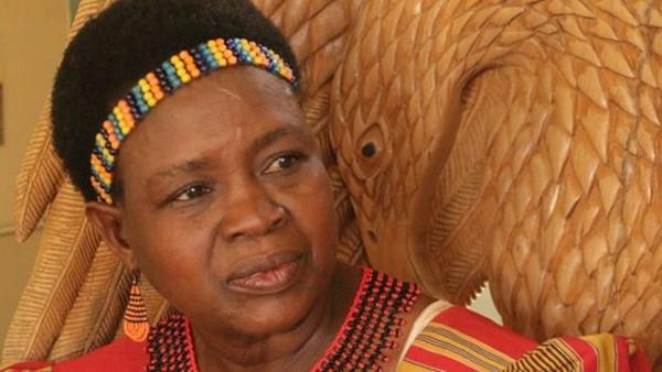 """Bà Theresa Kachindamoto, người đứng đầu của quận Dedza miền trung Malawi chính là người đi tiên phong trong phong trào chống hủ tục ngủ cùng các """"hyena"""""""