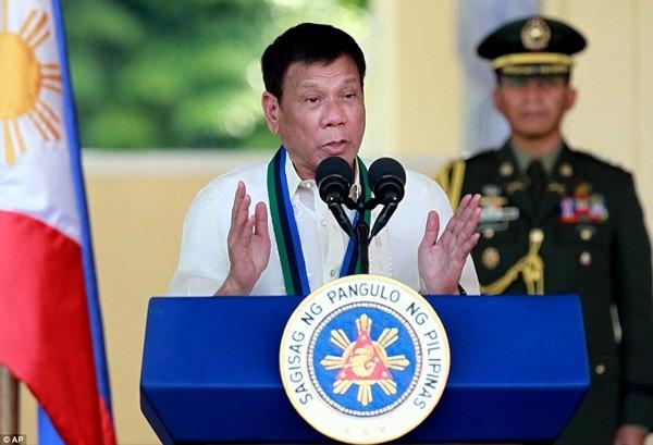 Tổng thống Rodrigo Duterte khẳng định sẽ không lùi bước trong cuộc chiến chống tội phạm ma túy