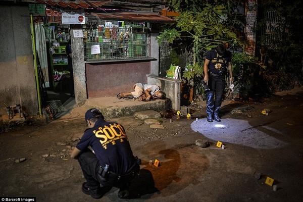 Hàng chục quan chức Philippines dính đến ma túy đầu hàng vì sợ bị giết chết