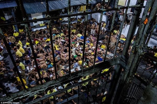 Số lượng tù nhân trong tù Quezon City tăng chóng mặt vì cuộc chiến chống ma túy của Tổng thống Philippines