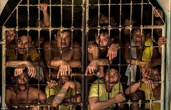 Một buồng giam dành cho 20 tù nhân nhưng nhét từ 160 đến 200 người
