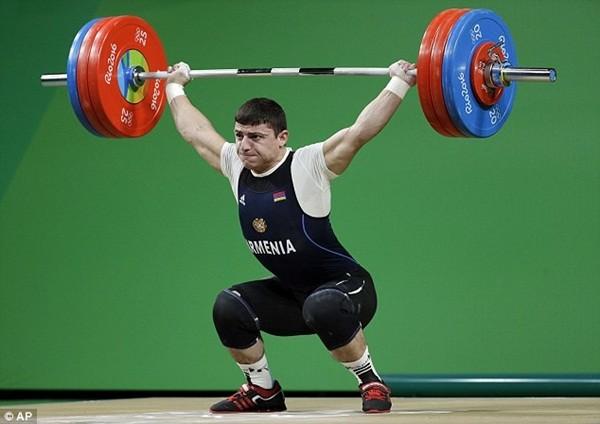 Andranik khá tự tin sau khi nâng mức tạ lên 195kg