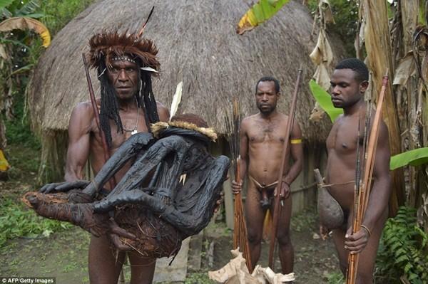 Bộ tộc ướp xác người chết bằng khói, giữ nguyên vẹn hàng trăm năm ảnh 3