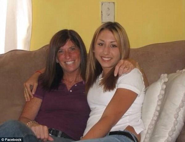 Michelle chụp ảnh cùng con gái 26 tuổi