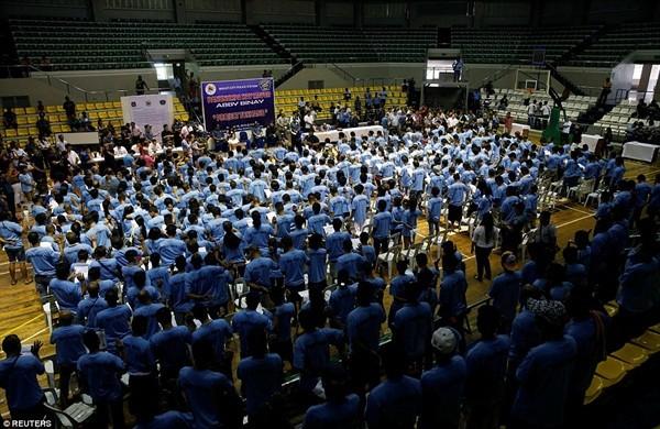 Hơn 100.000 người sử dụng ma túy đã đầu hàng chính phủ Philippines và tham gia các khóa huấn luyện cai nghiện ma túy