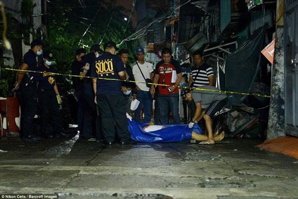Nhiều nhà nhân quyền chỉ trích cuộc chiến mạnh tay này của chính phủ Philippines