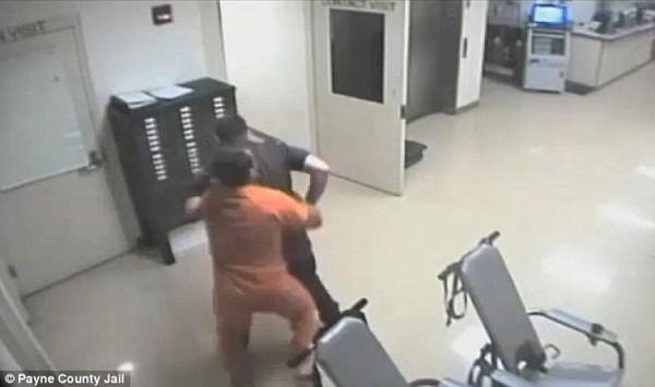 Maret đã tấn công cảnh sát Hudson