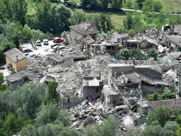 """Chùm ảnh """"thiên đường"""" biến thành """"địa ngục"""" sau thảm họa động đất ở Ý ảnh 10"""