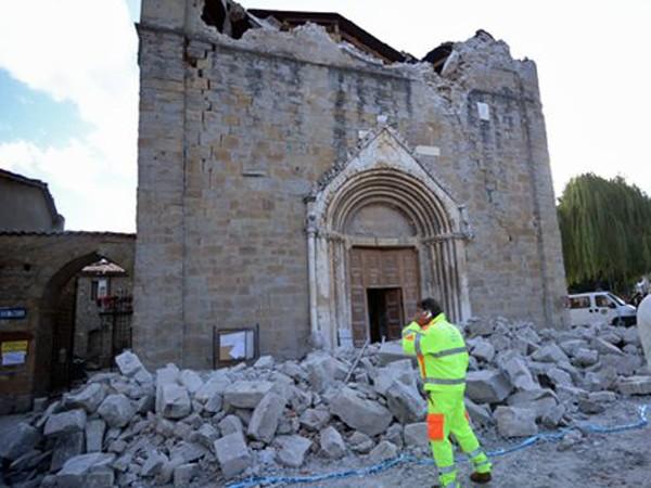 """Chùm ảnh """"thiên đường"""" biến thành """"địa ngục"""" sau thảm họa động đất ở Ý ảnh 4"""