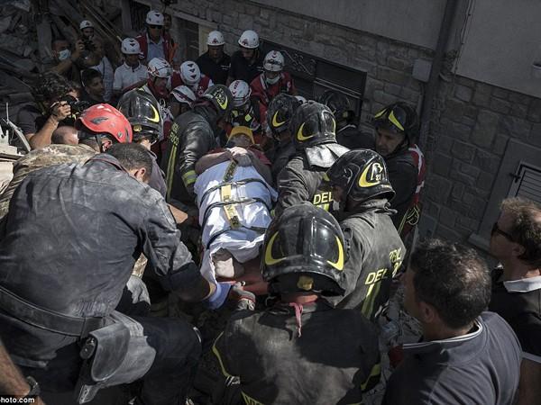 """Chùm ảnh """"thiên đường"""" biến thành """"địa ngục"""" sau thảm họa động đất ở Ý ảnh 11"""