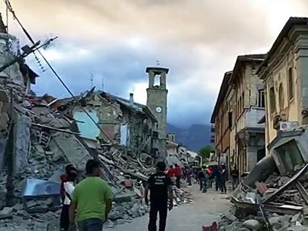 """Chùm ảnh """"thiên đường"""" biến thành """"địa ngục"""" sau thảm họa động đất ở Ý ảnh 6"""