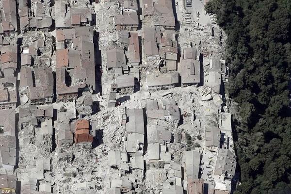 Động đất tàn phá các thị trấn Amatrice, Accumoli, Arquata del Tronto và Pescara del Tronto