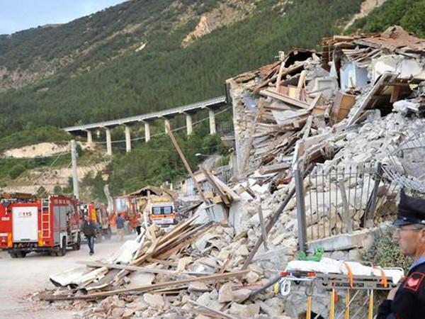 """Chùm ảnh """"thiên đường"""" biến thành """"địa ngục"""" sau thảm họa động đất ở Ý ảnh 2"""