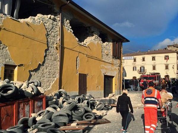 """Chùm ảnh """"thiên đường"""" biến thành """"địa ngục"""" sau thảm họa động đất ở Ý ảnh 8"""