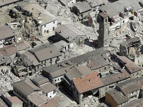 """Chùm ảnh """"thiên đường"""" biến thành """"địa ngục"""" sau thảm họa động đất ở Ý ảnh 9"""