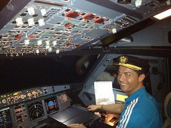 Ronaldo mua phi cơ 19 triệu euro cuối năm 2015