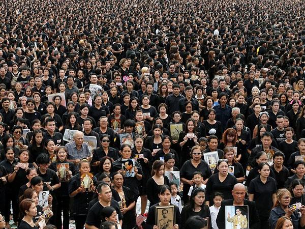 150.000 người hát hoàng ca tiễn biệt vua Thái Lan ảnh 1