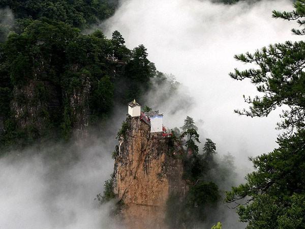 Ngần ngơ ngắm nhìn ngôi đền chênh vênh trên đỉnh núi cao gần 2.000 m ảnh 4