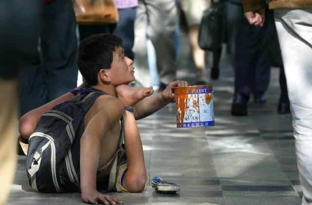 Băng đảng Trung Quốc bắt cóc, đánh tàn tật trẻ em rồi bắt đi ăn xin