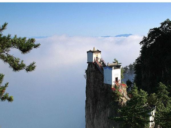 Ngần ngơ ngắm nhìn ngôi đền chênh vênh trên đỉnh núi cao gần 2.000 m ảnh 5