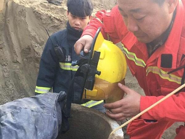 Huy động 80 máy xúc cứu cậu bé Trung Quốc 6 tuổi rơi xuống giếng ảnh 4