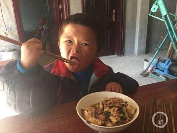 Cuộc sống của Xiaoqin đã dần thay đổi khi được truyền thông chú ý