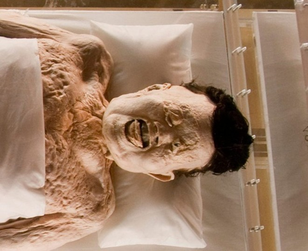 Thi thể bà Xin Zhui vẫn còn nguyên vẹn, làn da mềm mại và chân tay vẫn có thể co duỗi