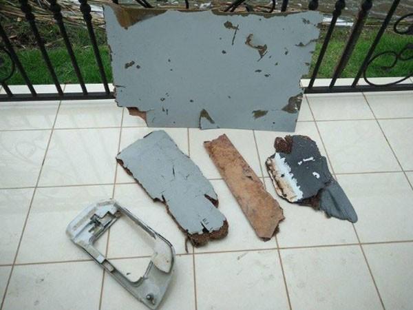 Nhiều mảnh vỡ, nghi của máy bay MH370 đã được bàn giao cho các nhà điều tra Malaysia