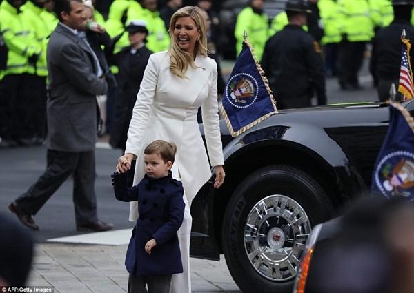 Những khoảnh khắc ấn tượng của đại gia đình Tổng thống Donald Trump trong ngày nhậm chức ảnh 8