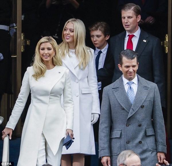 Những khoảnh khắc ấn tượng của đại gia đình Tổng thống Donald Trump trong ngày nhậm chức ảnh 10