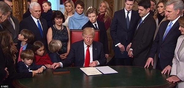 Những khoảnh khắc ấn tượng của đại gia đình Tổng thống Donald Trump trong ngày nhậm chức ảnh 17