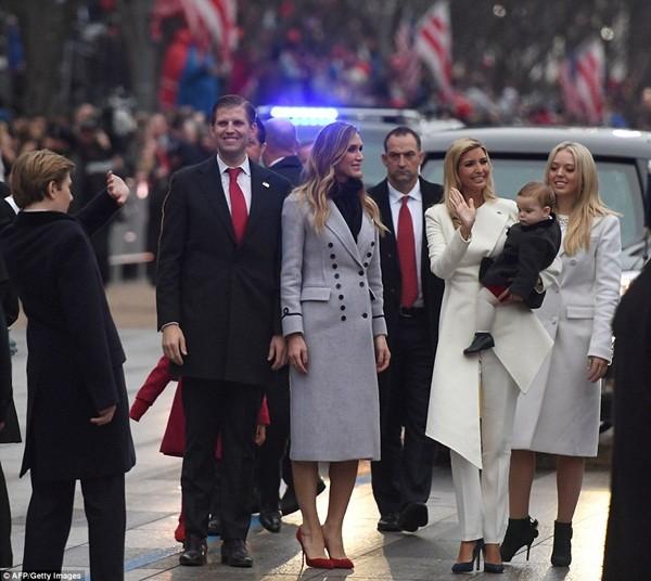 Những khoảnh khắc ấn tượng của đại gia đình Tổng thống Donald Trump trong ngày nhậm chức ảnh 16