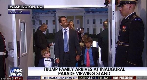 Những khoảnh khắc ấn tượng của đại gia đình Tổng thống Donald Trump trong ngày nhậm chức ảnh 6