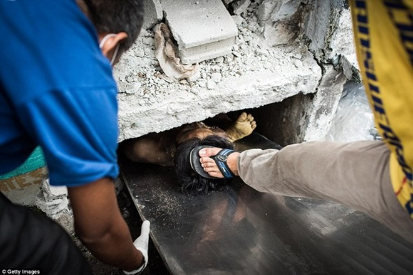 Philippines: Xác chết con nghiện bị nhồi nhét trong mộ tập thể vì quá tải ảnh 19