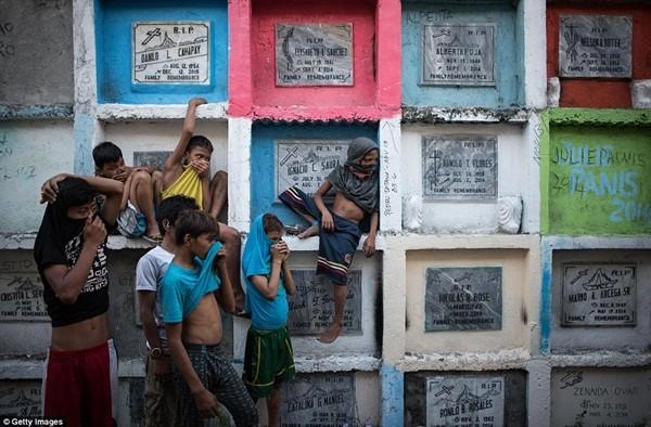 Philippines: Xác chết con nghiện bị nhồi nhét trong mộ tập thể vì quá tải ảnh 20