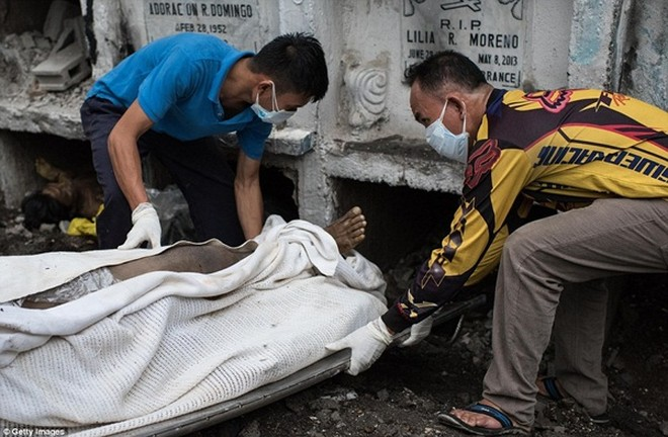 Philippines: Xác chết con nghiện bị nhồi nhét trong mộ tập thể vì quá tải ảnh 15
