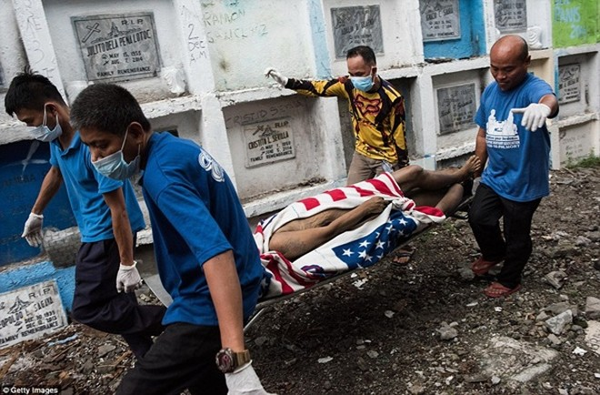 Philippines: Xác chết con nghiện bị nhồi nhét trong mộ tập thể vì quá tải ảnh 12