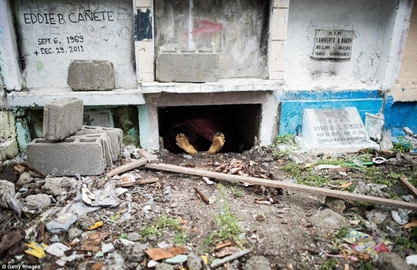 Philippines: Xác chết con nghiện bị nhồi nhét trong mộ tập thể vì quá tải ảnh 6