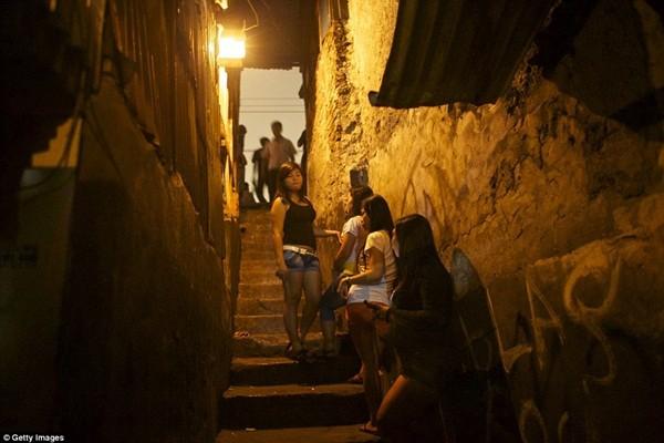 Chính phủ Indonesia từng thực hiện một cuộc truy quét nạn mại dâm ở Kalijodo - khu đèn đỏ lâu đời nhất phía bắc Jakarta, dẹp bỏ hoàn toàn khu vực này