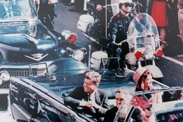 Khoảnh khắc ngay trước khi vụ ám sát Tổng thống xảy ra