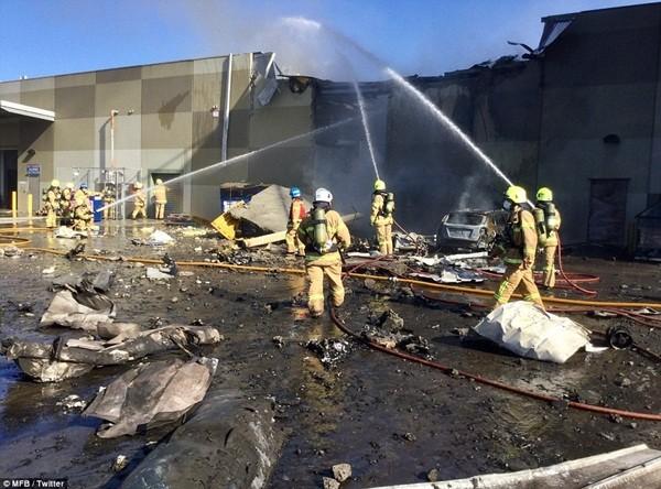 Vụ máy bay rơi trúng trung tâm thương mại: 5 người thiệt mạng ảnh 9