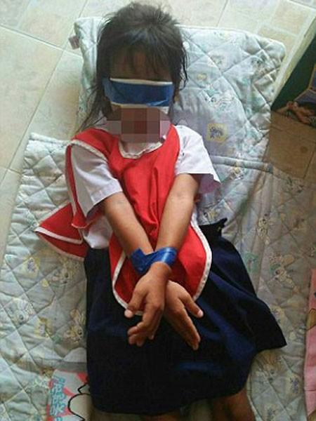 Thái Lan: Giáo viên trói tay, bịt mắt 2 bé gái trong lớp gây phẫn nộ ảnh 2