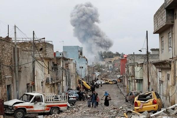 Khu vực bị tàn phá nặng nề trước các trận mưa bom mà IS rải xuống