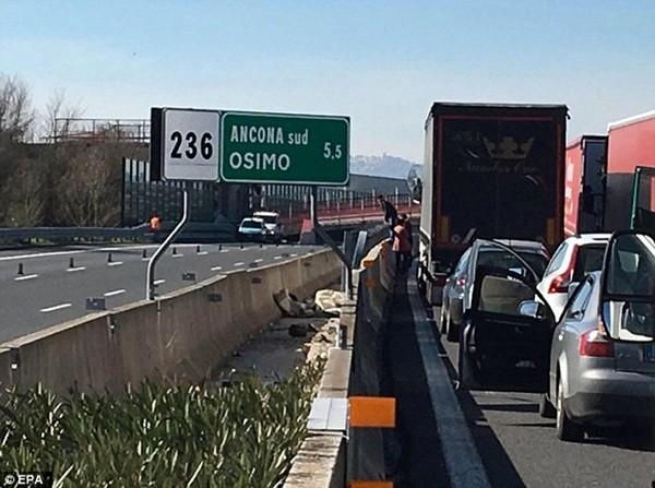 Giao thông trên tuyến đường bị ảnh hưởng