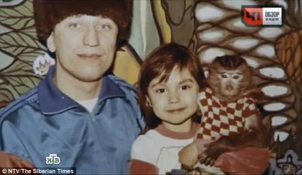Popkov và con gái. Dù giết chết 82 phụ nữ nhưng Popkov vẫn nhận mình là người chồng, người cha tốt