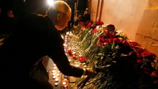 Tổng thống Putin đến đặt hoa tưởng niệm các nạn nhân
