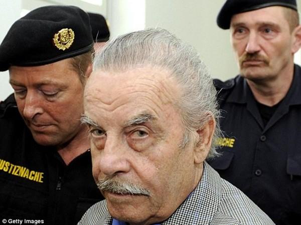 Josef Fritzl khi ra hầu tòa tháng 9-2008, lúc này ông ta đã 73 tuổi